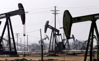 Oil settles down 1% as U.S. refineries shut; Washington pushes OPEC to pump more